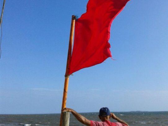 Cierran playas en el Pacífico por fuertes vientos y lluvias