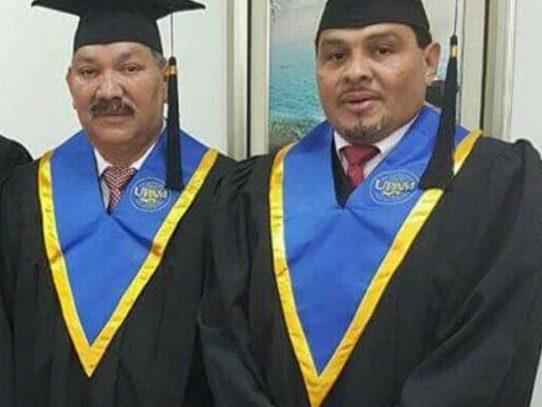 Genaro López y Saúl Méndez, nuevos licenciados en Derecho