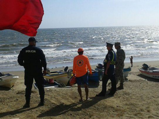 Colocan bandera roja en las playas El Uverito y Red Frog