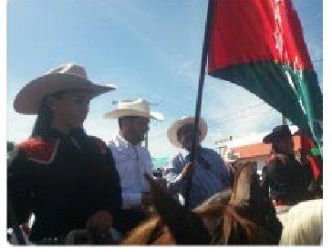 Contralor Humbert participa en cabalgata festiva