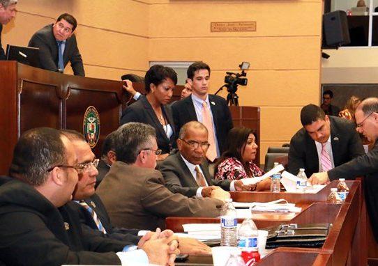 Diputados no logran acuerdo para investigar escándalo de donaciones