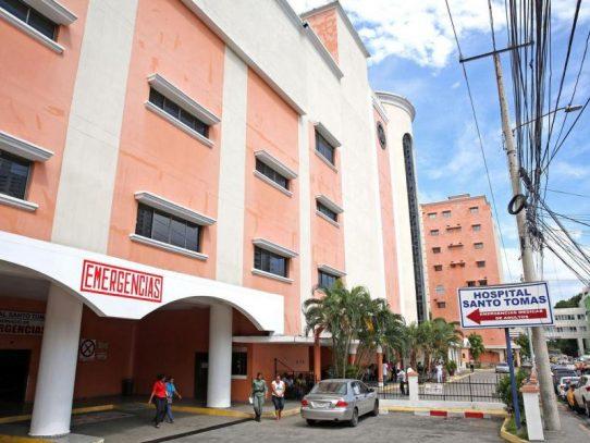 Pacientes del Santo Tomás esperan ser atendidos pese a paro laboral
