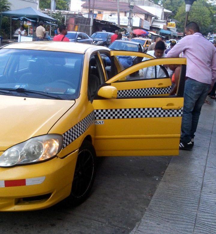 PN rescató a taxista encerrado en el maletero de su auto en Pedregal