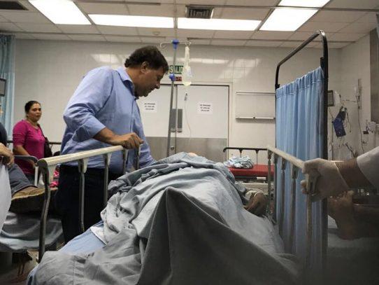 Varela instala mesa de trabajo para heridos en accidente de Antón