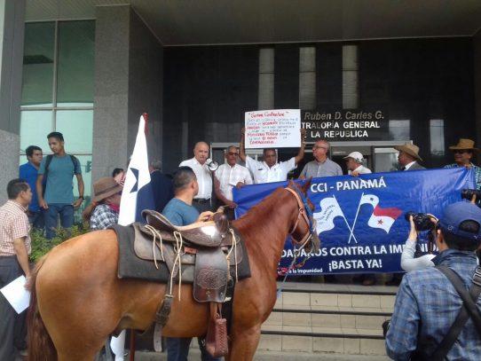 Protestan en Contraloría por Caso Odebrecht
