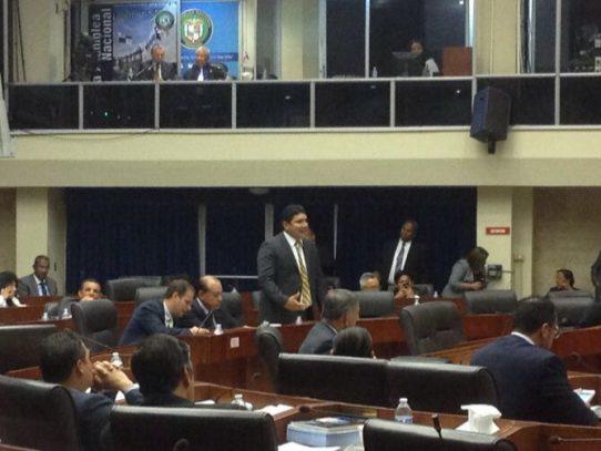 Escándalo de donaciones obliga a diputados a declarar sesión permanente en Asamblea Nacional