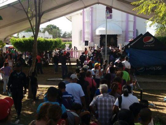 Miles de devotos visitan al Cristo negro de Atalaya