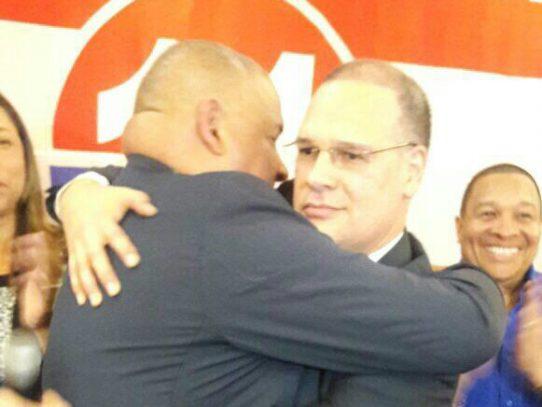 Con un abrazo Benicio y Pedro Miguel reiteran unidad del PRD