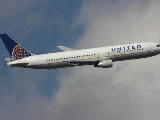 "United Airlines niega vuelo a mujeres por usar ""leggins"""