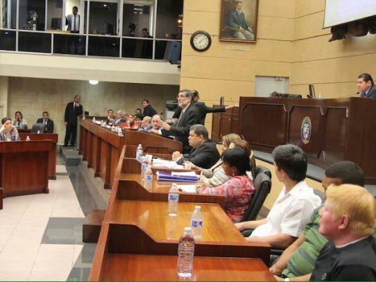 Asamblea declara sesión permanente por debate de reformas electorales