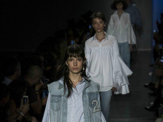 """Sao Paulo Fashion Week propone """"reciclaje"""" para enfrentar crisis"""