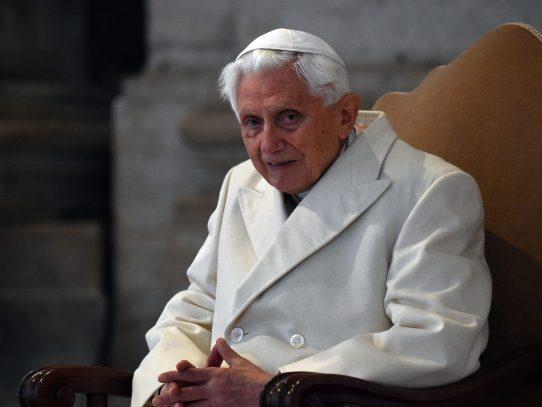 Benedicto XVI celebra con discreción su 90º cumpleaños