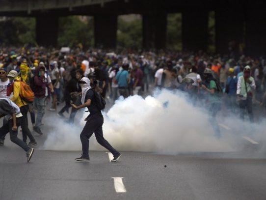 """Venezuela: opositores amenazan a Maduro con """"plantón"""" en las calles"""