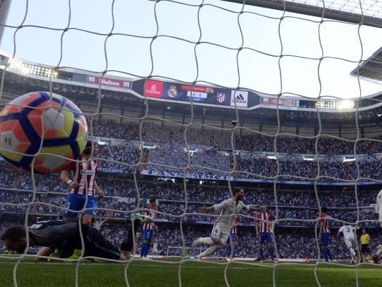 El Real Madrid iguala con el Atlético, vía libre para el Barcelona