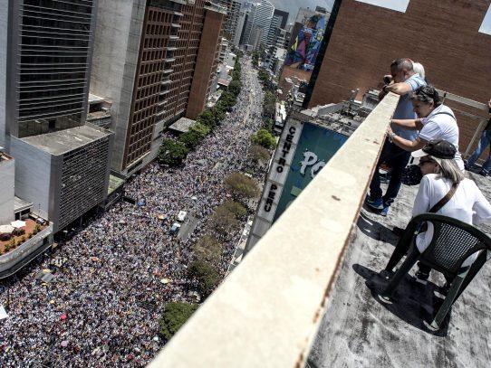 Caracas vive nueva jornada de disturbios en protesta contra Maduro