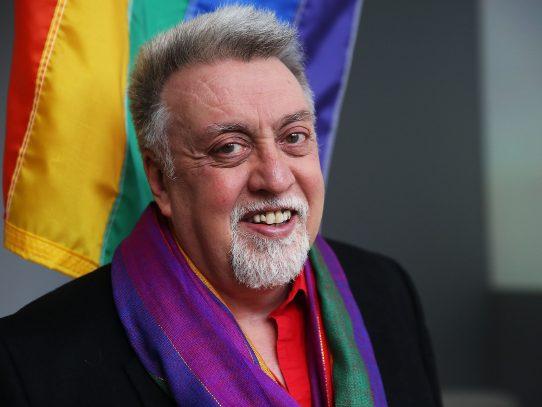 Comunidad LGBT de luto tras muerte del creador de la bandera gay
