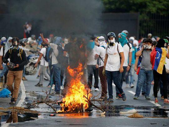 Aumentan a 26 los muertos por violencia en las protestas en Venezuela