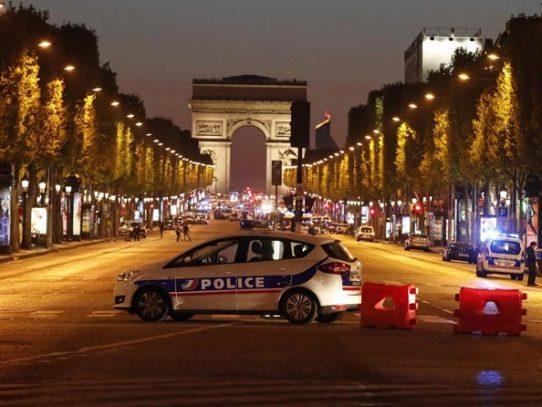 Un policía muerto y dos heridos en un atentado en París