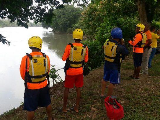 Continua búsqueda de menor desaparecido en el río Sixaola
