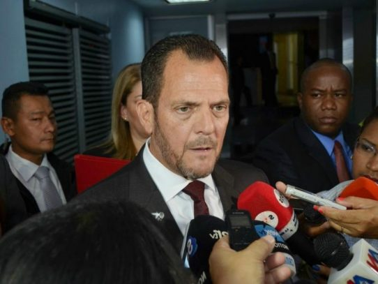 Contralor solicita a Alfredo Martiz informe sobre desfalco millonario en la CSS