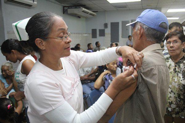 Vacuna contra la fiebre amarilla aumentó de precio para los extranjeros