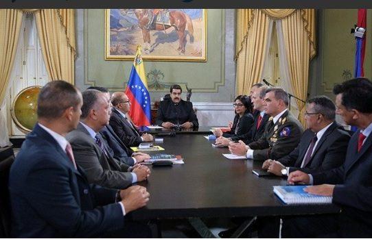 Chavismo retrocede, Maduro pide 'revisión' del fallo que suspendió a la Asamblea
