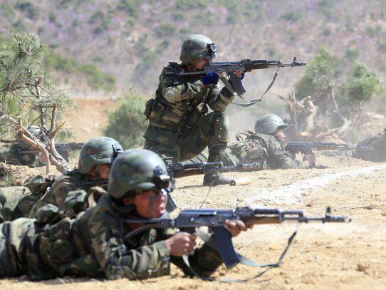 Corea del Norte reúne a sus unidades militares para una demostración de fuerza