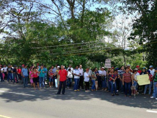 Panameños en Paso Canoas reclaman al gobierno trabajos
