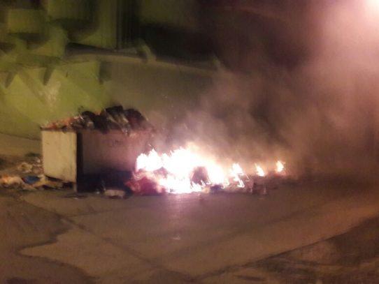 Moradores de Colón queman basura como protesta por falta de recolección