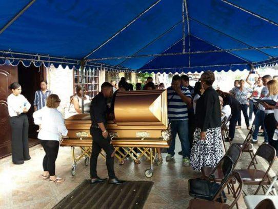 Realizan honras fúnebres de Amílcar Henríquez en Colón