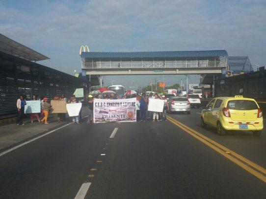 En pie de guerra: Docentes del Ernesto T. Lefevre realizan tercera marcha
