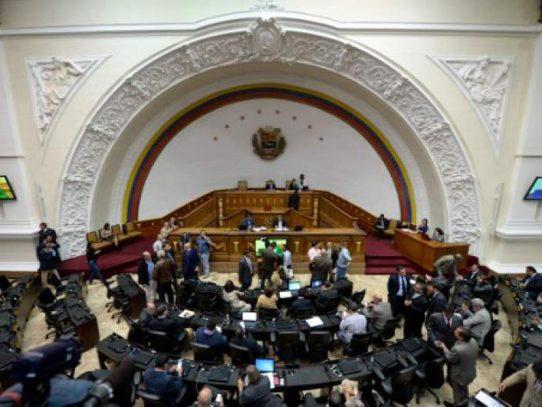 Parlamento venezolano pide apoyo para adelantar elección presidencial