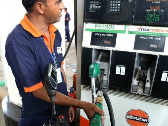 """Precios del petróleo en Estados Unidos logran """"equilibrio"""""""