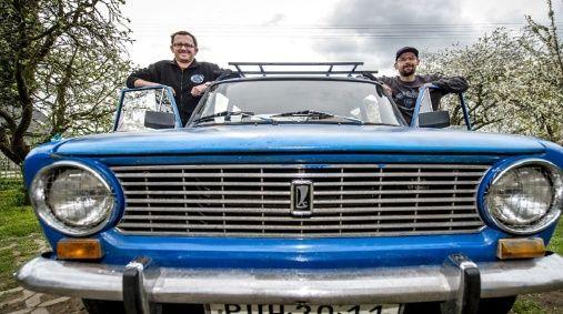 Dos checos viajarán al rededor del mundo en un vehículo de la era soviética.