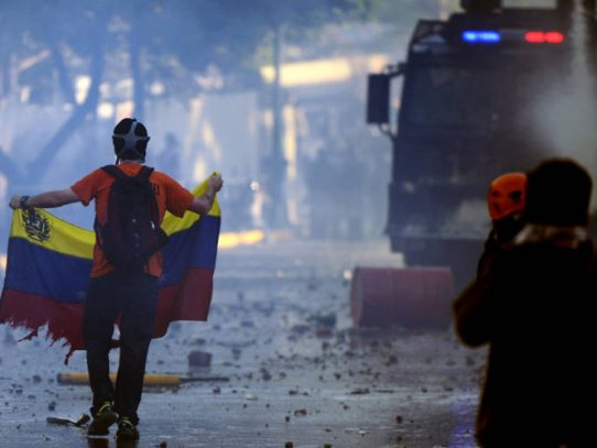 Suman tres muertos en jornada de protestas este lunes en Venezuela