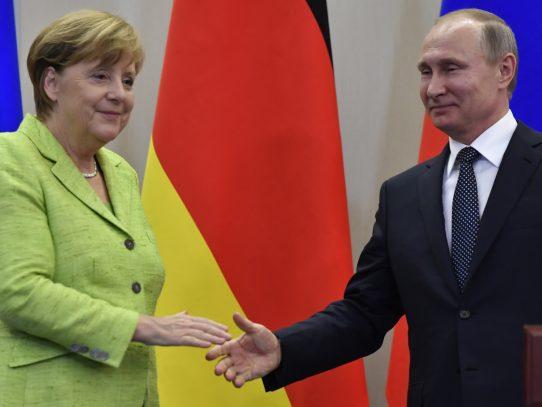 Merkel y Putin: Un encuentro frío a orillas del Mar Negro