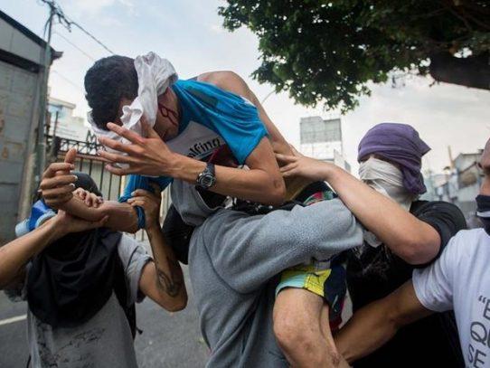Mueren tres manifestantes y son 42 los muertos en protestas en Venezuela