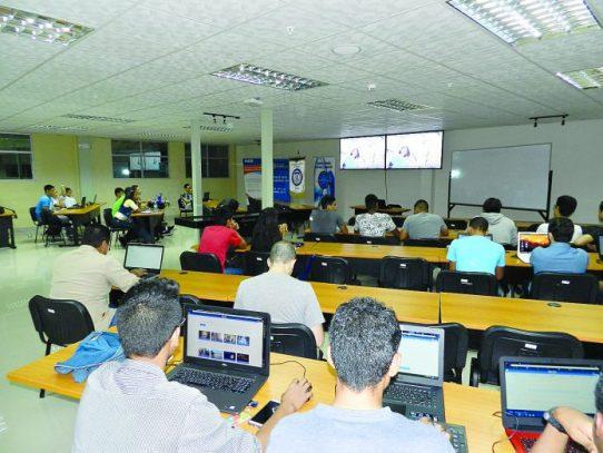 Panameños participan en el Space Apps Challenge Mundial de la NASA
