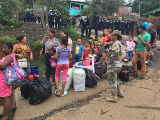Precaristas de Cerro Galera, desalojados por riesgo de deslizamiento