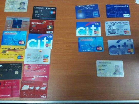 Banda de extranjeros detenidos tras poseer tarjetas clonadas