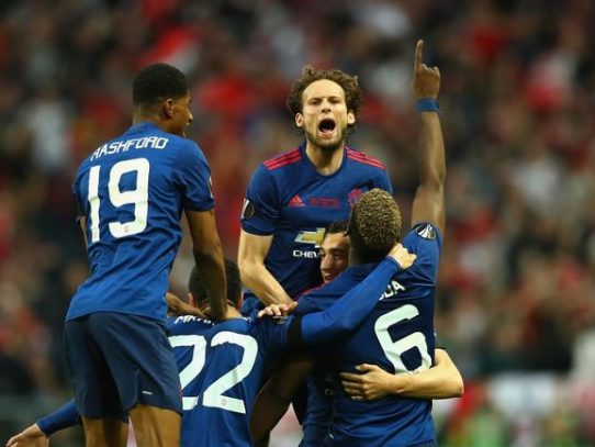 Mánchester United se corona en la Europa League pese a la tristeza