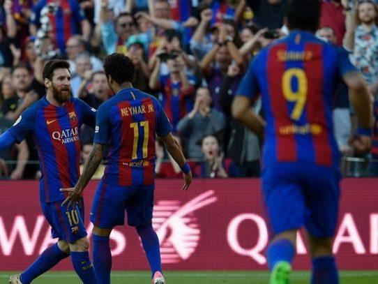 El Barcelona golea al Villarreal con doblete de Lionel Messi y sigue líder