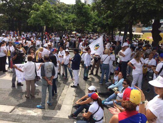 """Mujeres venezolanas marchan contra la """"represión"""" y """"por la paz"""""""