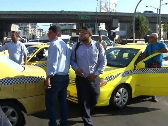 """Se suspende la medida de circulación por """"par y """"non"""" para los taxis"""