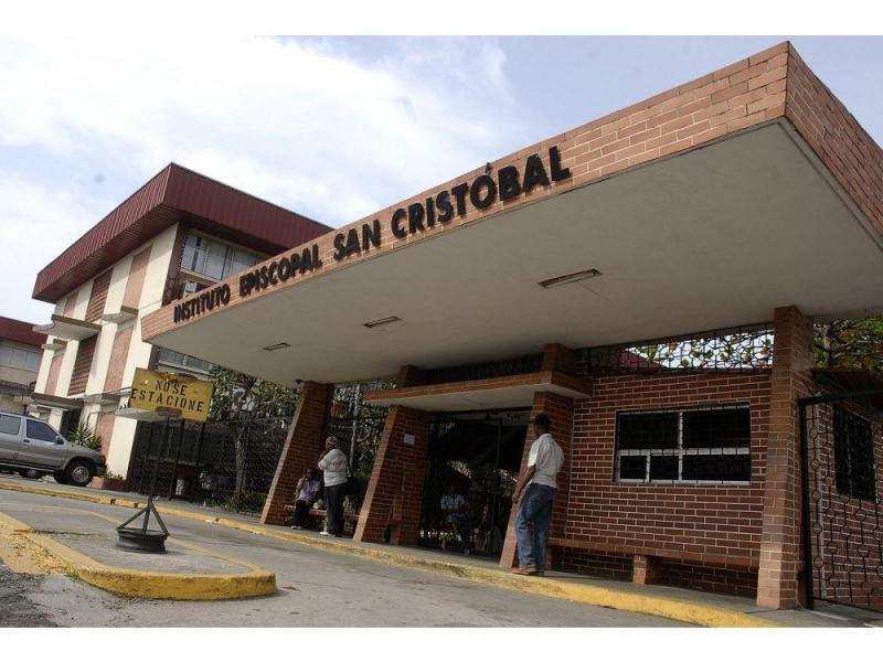 Padres aún esperan por explicación de aumento en  Instituto Episcopal