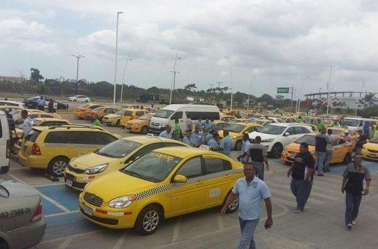 """ATTT y taxistas acuerdan volver a la medida de """"par y non"""""""
