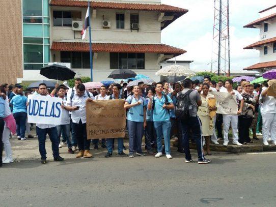 UDELAS Protesta frente a desalojo del edificio 809 en Albrook