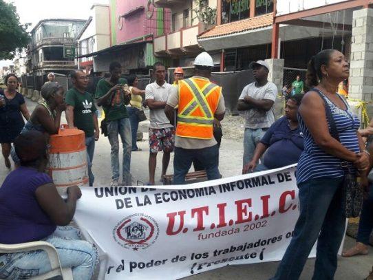 Buhoneros en Colón exigen indemnización