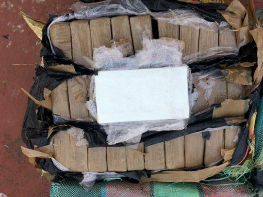 Incautan 214 paquetes con presunta droga en Puerto Caimito