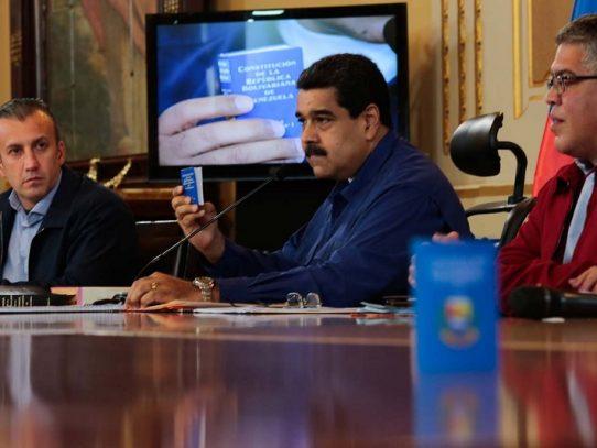 Maduro intenta calmar las aguas con promesa de referendo para Constituyente
